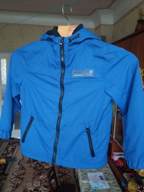 Демисезонная куртка , ветровка 7-8 лет