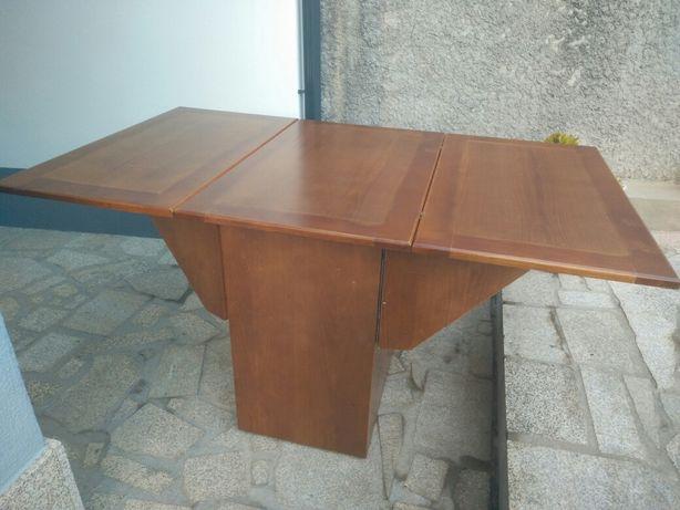 Mesa de jantar rebatível