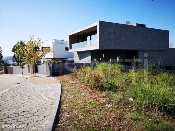 Terreno para construção (moradia geminada) proximo ao Douro