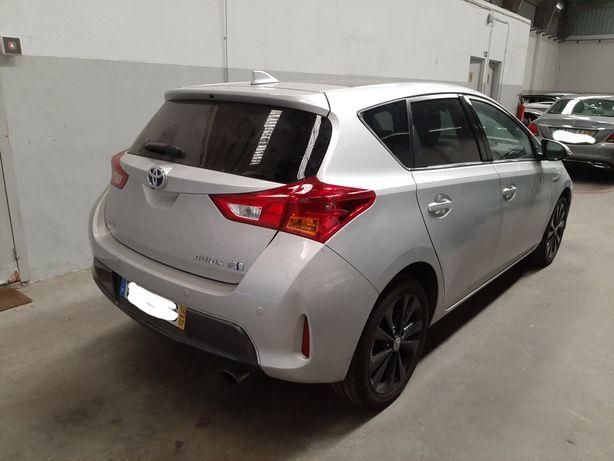 Toyota Auris HYBRID salvado