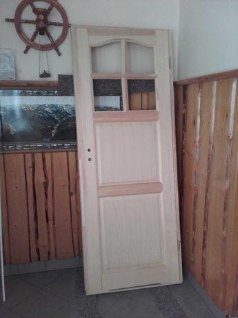 Nowe drzwi drewniane malowane
