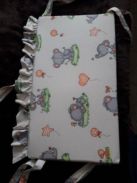 Защита в кроватку и две простынки на резинке