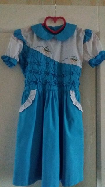 Красивое платье для девочки белое голубое с вышивкой, фабричный Китай.
