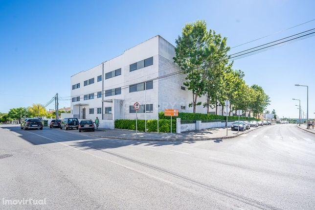 Excelente Apartamento T2, com Parqueamento na Urbanização Cerrado dos