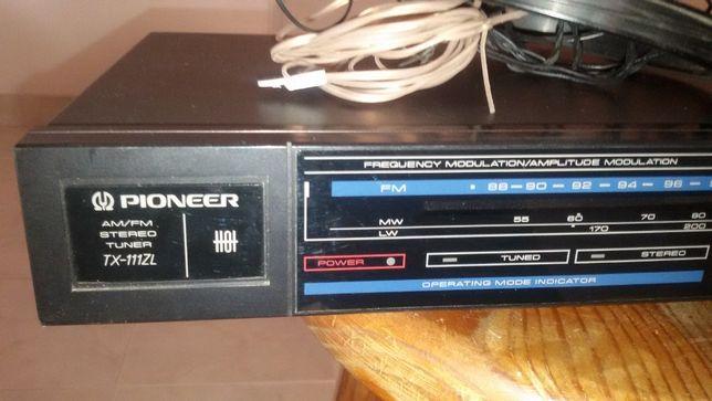 Bloco de rádio de antiga aparelhagem Pionner.