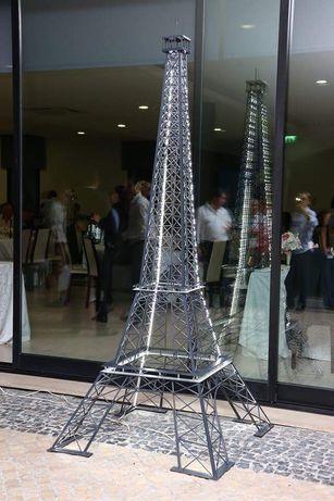 Torre Eiffel metálica com leds