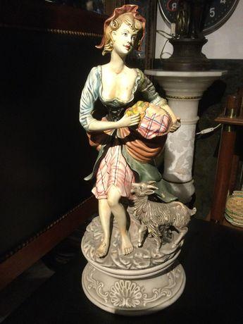 Escultura em cerâmica Portuguesa Antiga Mulher com Cabra 55 cm