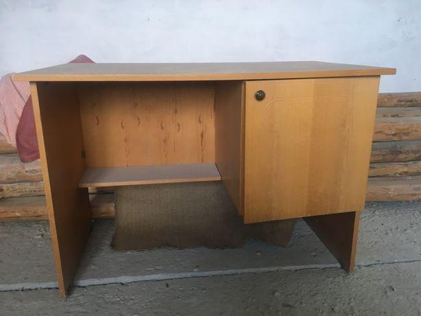 продается письменный стол в хорошем состоянии