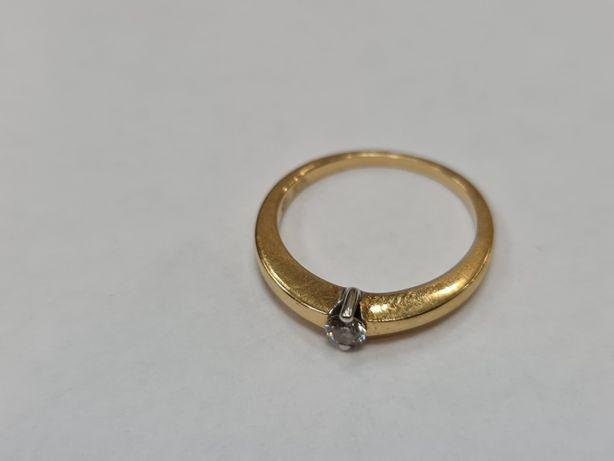 Piękny złoty pierścionek damski/ 750/ 3.13 gram/ Brylant ~~ 0.1 CT R13