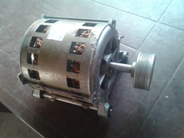 POLAR PDN 885 Silnik