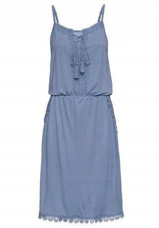 25) Niebieska sukienka z gipiurą 44-46 NOWA