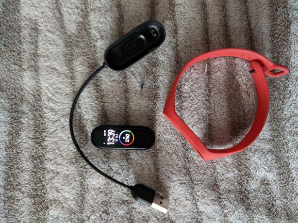 Mi band 4 б/у с красным ремешком