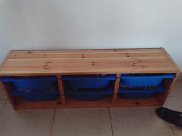 Estante em madeira do IKEA