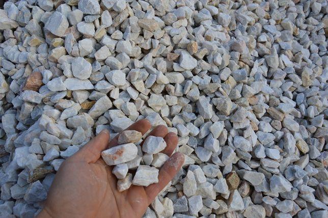 Biały grys, biały kamień ogrodowy, biała marianna, żwir