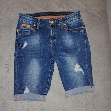 Spodenki jeansowe przed kolano-przetarcia