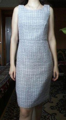 Красивое нежное праздничное весеннее платье от oodji (розово-серое)