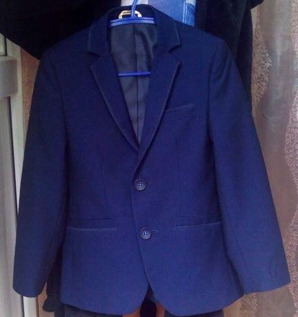 Школьный пиджак для сынишки-первоклашки