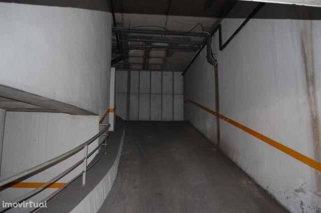 Parking space/Garage em Ilha da Madeira, Funchal REF:RAM18_CR