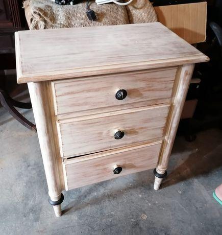 Mesa de cabeceira em madeira