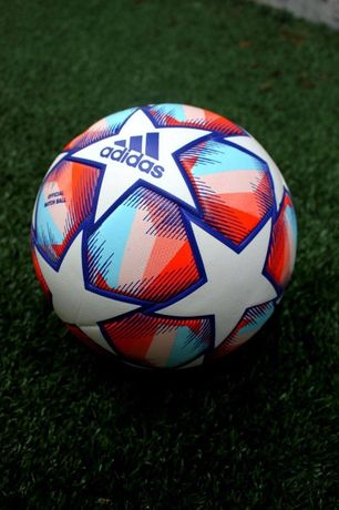 Футбольный мяч Adidas Champions Liga 2021-2022