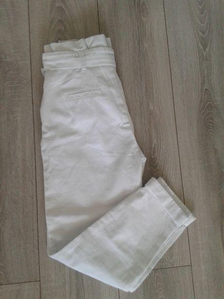 Białe spodnie - joggery