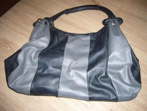 Srebrno-czarna torebka do ręki