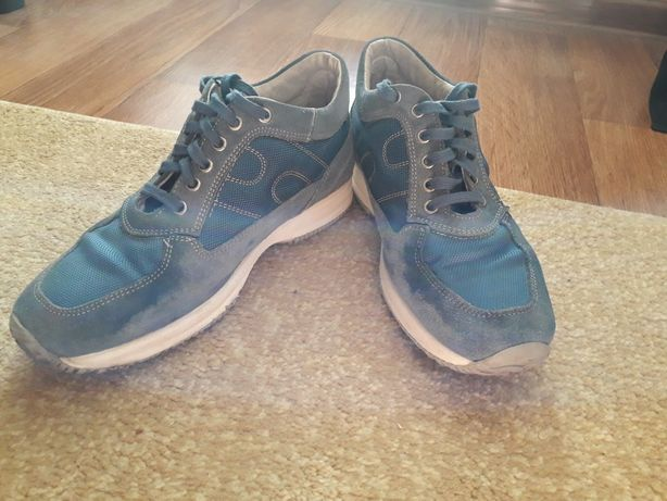 Кроссовки на подростка.