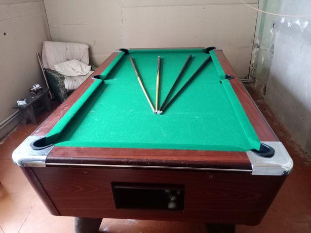 Продам бильярдный стол, 4 кия, шары и треугольник