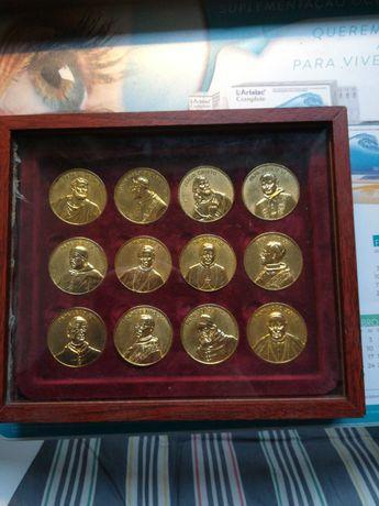 Conjunto de moedas dos papas e de Jesus Cristo