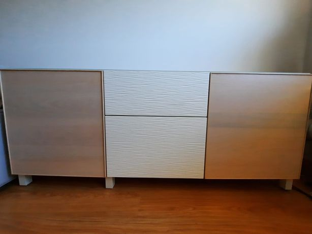 Aparador IKEA com tampo de vidro
