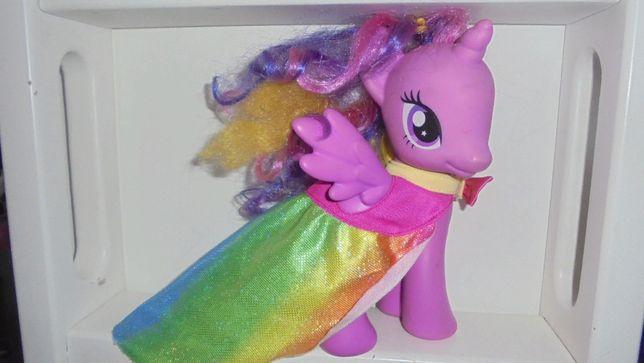 Красивенная пони Искорка в плаще My Little Pony hasbro