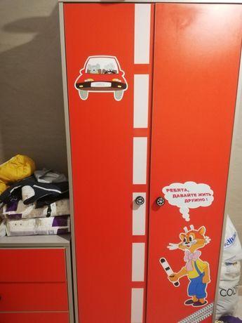 Шкаф детский, камод и шкаф