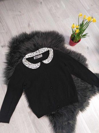 Czarny sweterek z kołnierzykiem Troll