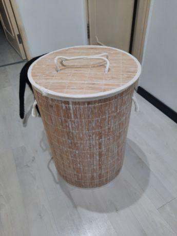Cesto roupa ou arrumação/diversos. Altura 50cms, diâmetro 35cms.