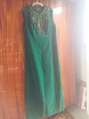 Szmaragdowa suknia sesja