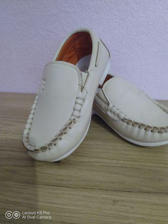 Продам дитячі туфельки