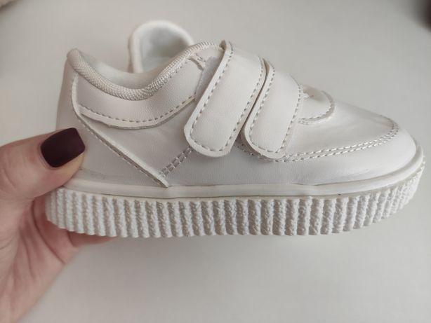 Новые белые кеды