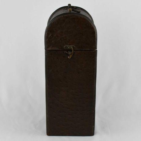 Caixa para garrafa, em couro, metal e madeira, séc. XIX