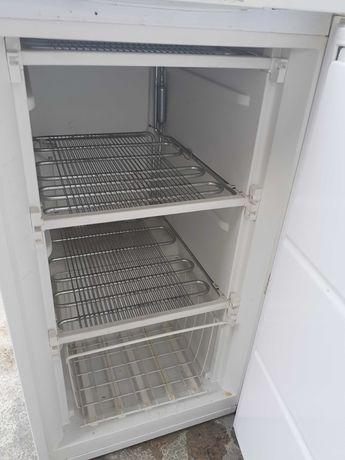 Congelador vertical pequeno