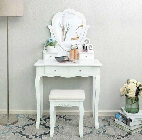 nowa toaletka kosmetyczna serce + pędzle i gąbka do makijażu GRATIS