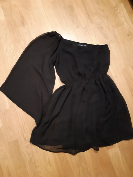 Czarna tiulowa sukienka asymetryczna