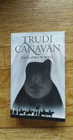 Kapłanka w Bieli - Trudi Canavan