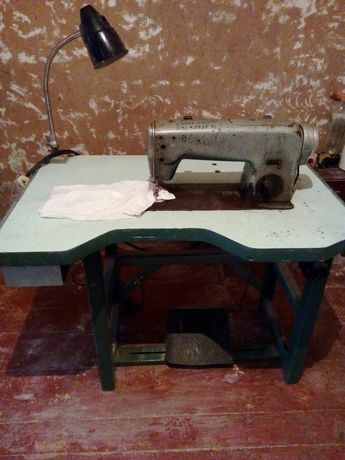 Виробнича швейна машинка