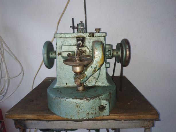 Скорняжка, швейная машинка для пошива изделий из меха