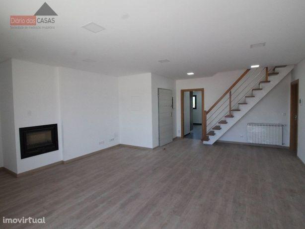 Apartamento T3 com sótão e garagem Condeixa