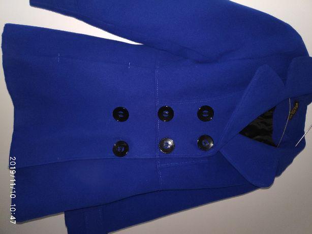 krótki niebieski płaszczyk