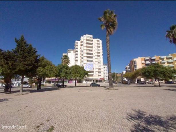 Apartamento T3 em remodelação, Costa da Caparica