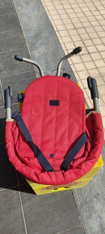 Cadeira de bebé de refeição para viagem.