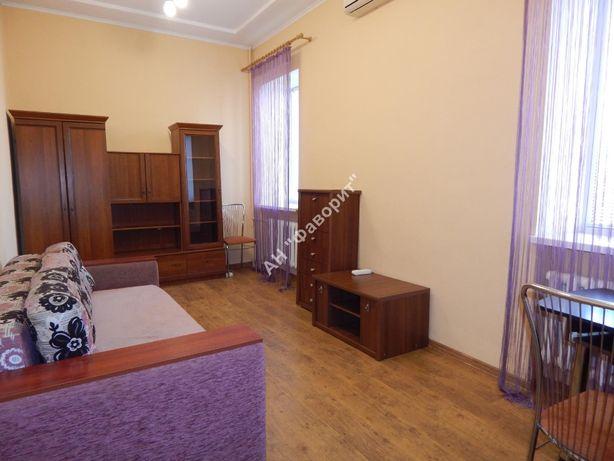 2 комнатная сталинка с ремонтом за гостиницей Украина (С1)