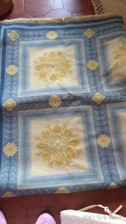 Carpete antiga feita manualmente